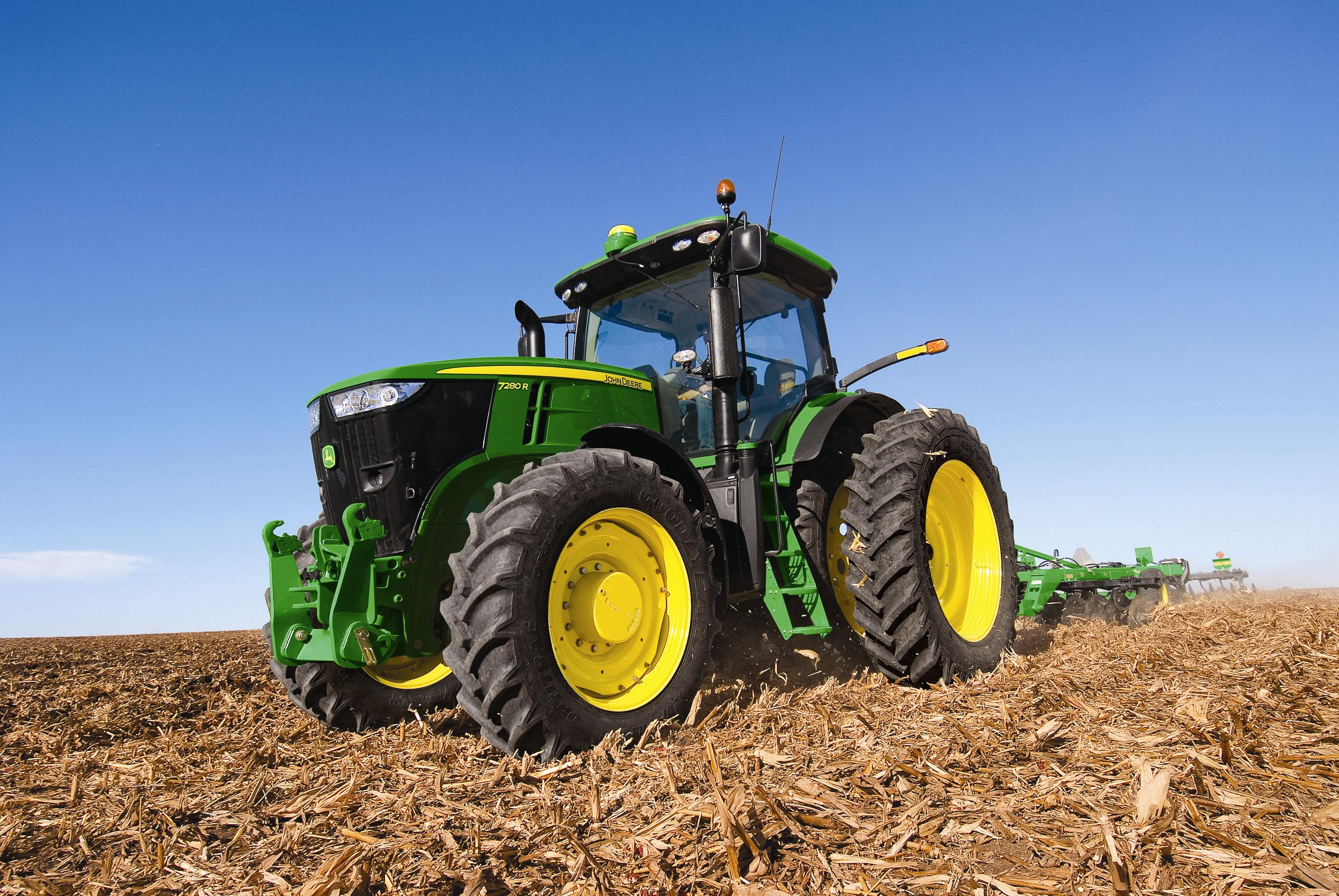 7R Series Tractors Unveiled by John Deere | AgWired