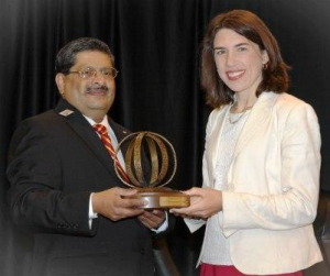 Dr. Prakash accepting award with Dr. Srnic, DuPont representative.